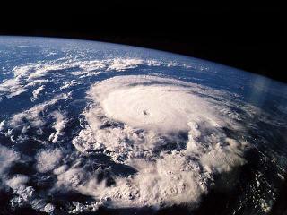 Kuva 1. Hurrikaani Bonnie Atlantilla vuonna 1998.